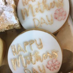 Close_up_mother's_day_shortbreads